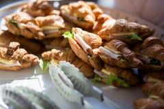 火腿乳酪新月形面包三明治 库存照片
