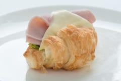 火腿和干酪新月形面包三明治 库存图片