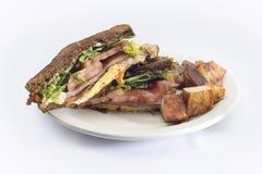 火腿蛋蕃茄早餐三明治马铃薯煎饼 库存图片