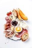 火腿,乳酪,瓜,橄榄,面包 免版税库存图片
