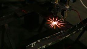 火花、行动和燃烧在工厂 影视素材
