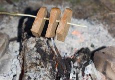 火被烘烤的面包 免版税库存照片