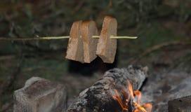 火被烘烤的面包 库存图片