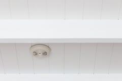 火警烟检测器在天花板的 库存图片