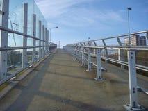 火车中止的现代轻的钢结构 免版税库存照片