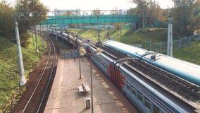 火车乘客 乘客铁路产业 有户外地铁交通的铁货车 铁货车是 股票视频