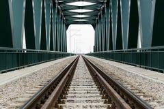 火车交通的桥梁 免版税库存照片