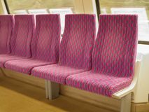 火车供以座位行 免版税库存照片