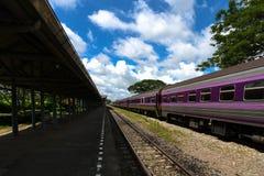 火车停放与那 等待下一轮 免版税图库摄影