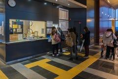 火车停止了在轻井泽火车站在晚上 库存图片