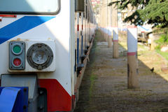 火车前面照明设备特写镜头在Haydarpasa火车站 免版税图库摄影