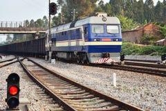 火车和被带领的信号灯 库存照片