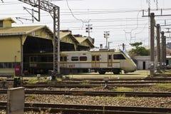 火车和维护植物 库存图片