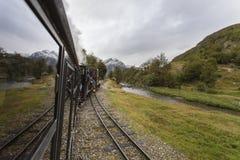 火车在原野 免版税图库摄影