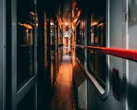 火车在夜之前 免版税库存照片