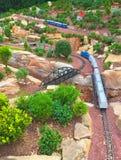 火车在菲普斯音乐学院和植物园 库存照片