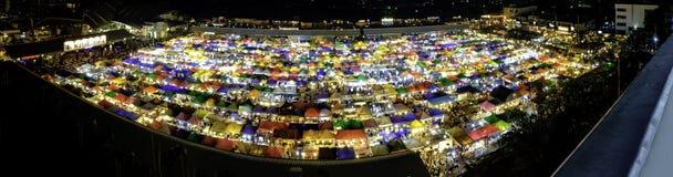 火车市场Ratchada曼谷泰国全景  夜市场 免版税库存照片
