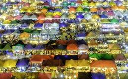 火车市场Ratchada曼谷泰国 夜市场 Coulour fu 库存照片
