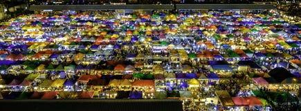 火车市场Ratchada 夜市场 充分Coulour 库存照片