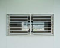 火车平台控制室的窗口 免版税库存照片