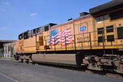 火车引擎通过 库存照片