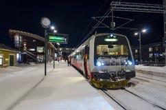 火车是驻地冬天 免版税库存图片
