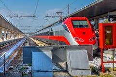 火车机车跟踪圣诞老人露西娅火车站威尼斯Ital 库存照片