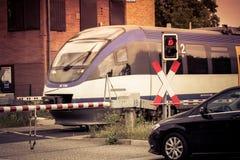 火车横穿街道 库存图片