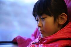 火车的中国女孩 免版税库存图片