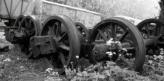 火车的被放弃的老轮子 库存照片