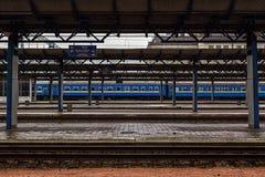 火车站、雪和雨 免版税图库摄影