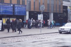 火车站在市波兹南 许多人员 21,01,2018 免版税库存照片