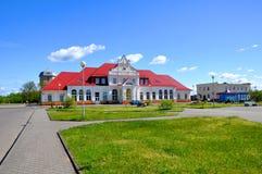 火车站在市涅斯维日 迟来的 库存照片
