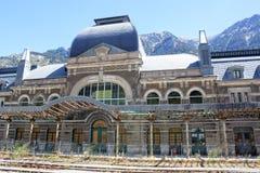 火车站在有铁路的坎弗兰克在它前面 免版税库存照片