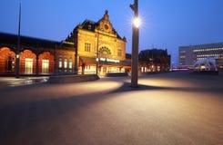 火车站在格罗宁根在晚上 免版税图库摄影