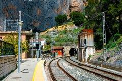 火车站在el chorro村庄在Caminito结束时台尔Rey,西班牙足迹  库存照片