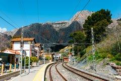 火车站在el chorro村庄在Caminito结束时台尔Rey,西班牙足迹  免版税库存图片