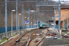 火车站培训 廖拉,波隆纳,伊米莉亚罗马甘,意大利 免版税图库摄影
