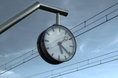 火车站时钟 免版税库存图片
