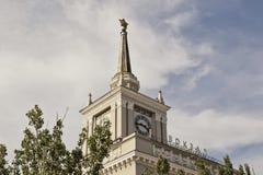 火车站特写镜头的大厦的门面 免版税库存图片