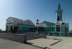 火车站的大厦在市新西伯利亚 库存照片