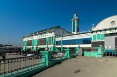 火车站的大厦在市新西伯利亚 图库摄影