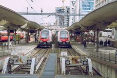 火车站,春天在奥斯陆, Norvegia 看法strets,自然 库存图片