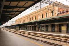 火车站 驳船 普利亚或普利亚 意大利 免版税库存照片