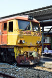 火车等待在火车站华Lamphong平台  库存图片