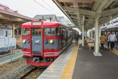火车被停止在轻井泽火车站 免版税库存照片