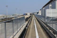 火车视图神西机场在火车外面的 免版税库存照片