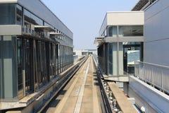 火车视图神西机场在火车外面的 免版税图库摄影