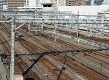火车轨道在上野站,东京 库存图片