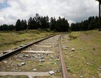 火车轨道在灰色天 免版税图库摄影